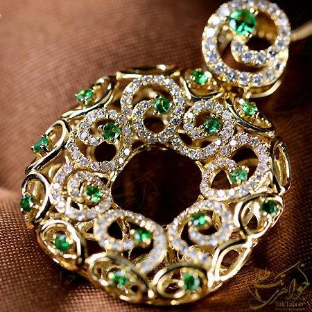 گردنبند طلا زنانه با نگین گارنت سبز ساورایت و برلیان
