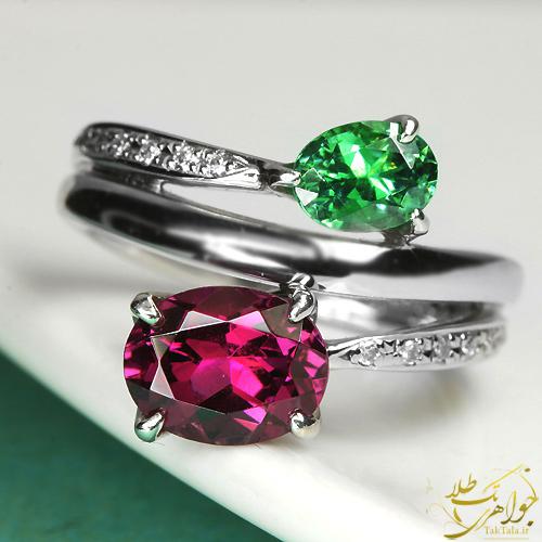 انگشتر طلا و جواهر زنانه با نگین رودولایت گارنت و زمرد