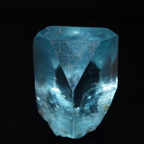 سنگ توپاز آبی تراش نخورده